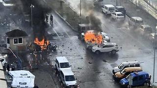 epa05699553 Cars burn after explosion while police try to help injured people near courthouse in Izmir, Turkey, 05 January 2017. At least 2 people were killed and 10 other wounded on explosion near an Izmir courthouse.  EPA/STR BEST QUALITY AVAILABLE